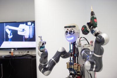 Roboter des Max-Planck-Instituts für Intelligente Systeme (Foto: MPI für Intelligente Systeme / Wolfram Scheible)